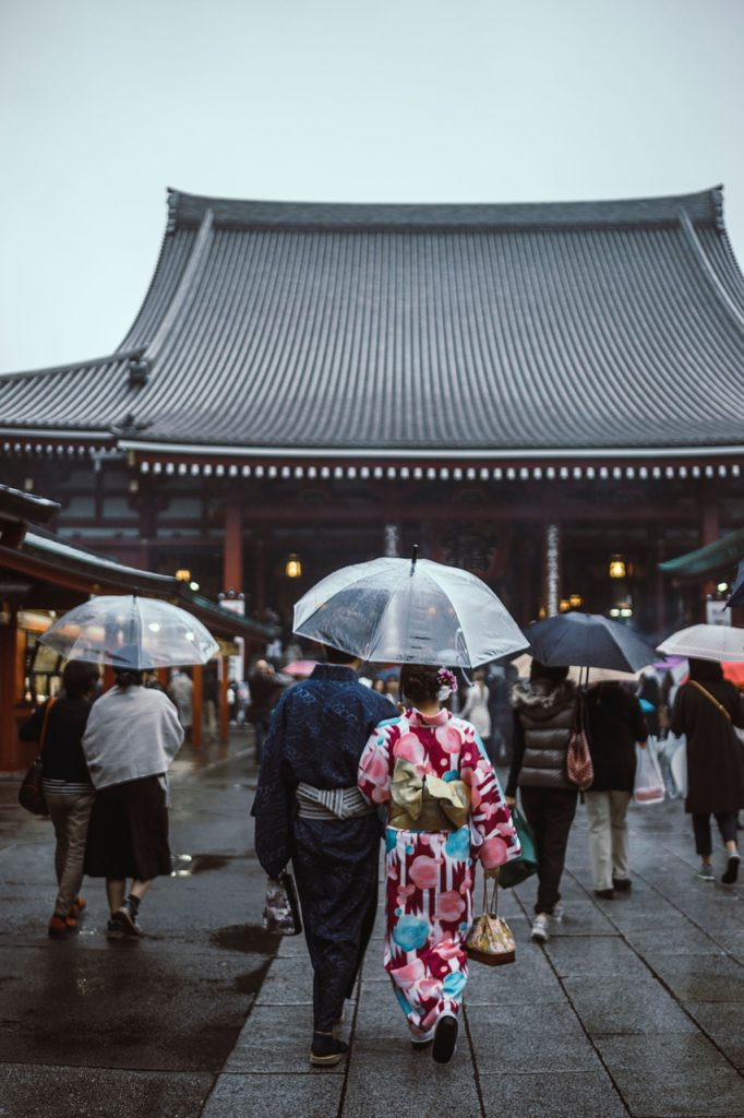 How to travel in japan using good etiquette